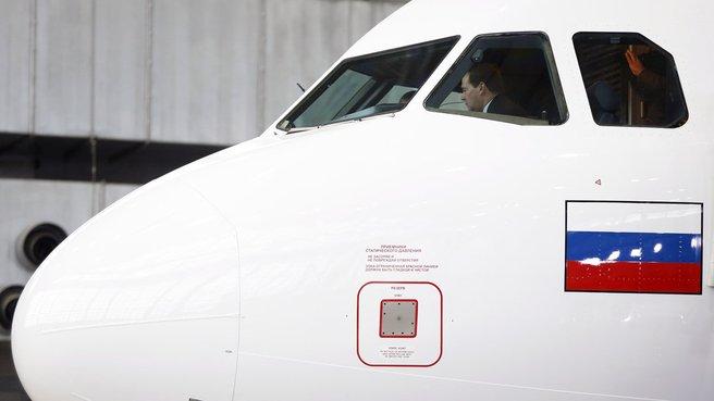 Осмотр самолёта Airbus A319 авиакомпании «Аврора»