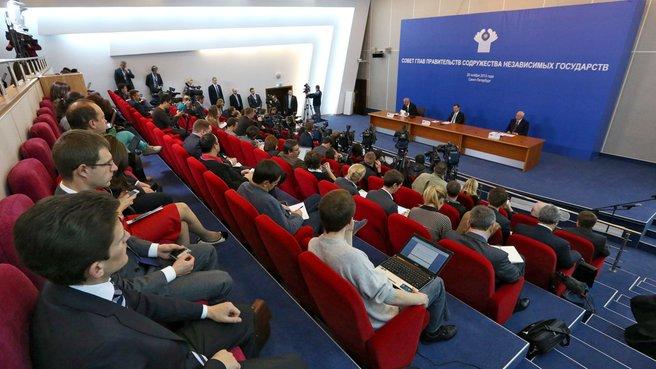 Совместная пресс-конференция с Премьер-министром Республики Беларусь Михаилом Мясниковичем и Премьер-министром Украины Николаем Азаровым