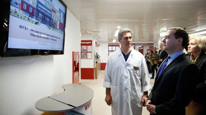 Презентация работы центра нейрохирургии. Слева – главный врач федерального центра нейрохирургии Альберт Суфианов