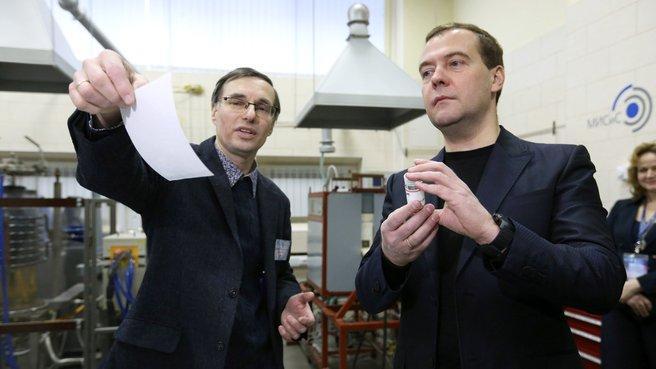 Осмотр лаборатории «Неорганические наноматериалы»