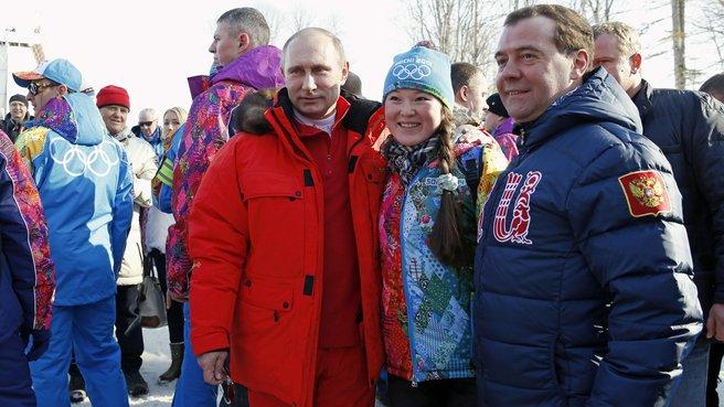 С Президентом России Владимиром Путиным и посетительницей соревнований по лыжным гонкам
