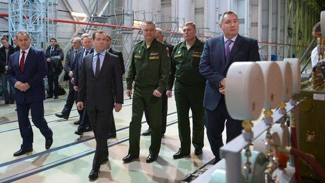 Осмотр монтажно-испытательного комплекса ракеты-носителя «Союз-2»