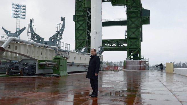 Осмотр строящегося стартового комплекса ракеты-носителя «Ангара»