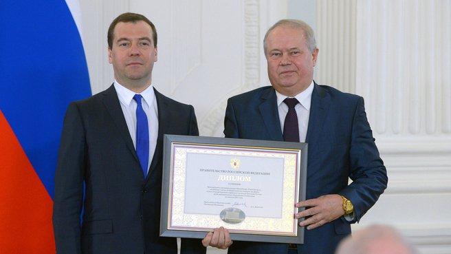 Вручение диплома I степени городу Калуге. С главой местного самоуправления Александром Ивановым