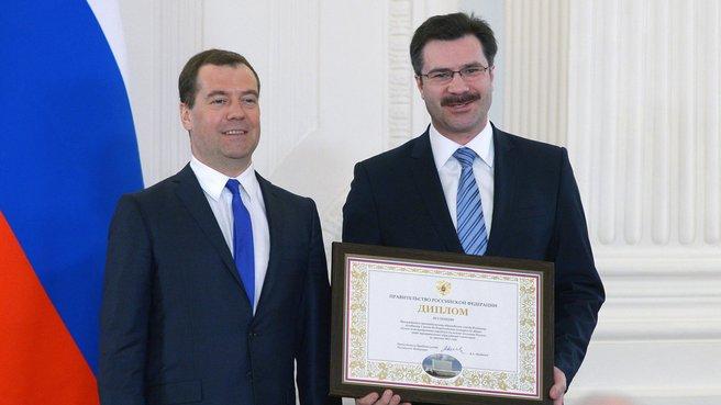Вручение диплома III степени городу Владимиру. С главой города Сергеем Сахаровым