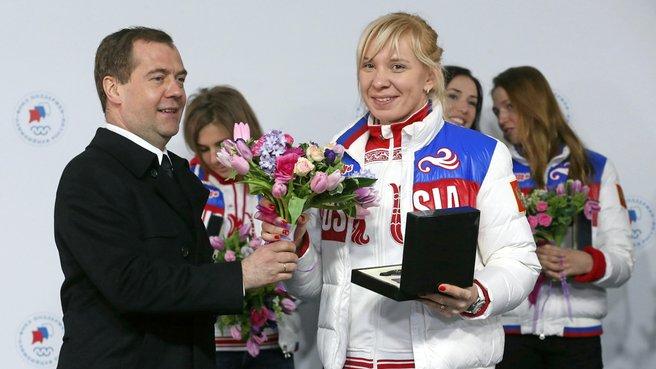 С бронзовым призёром XXII Олимпийских игр в конькобежном спорте Юлией Скоковой