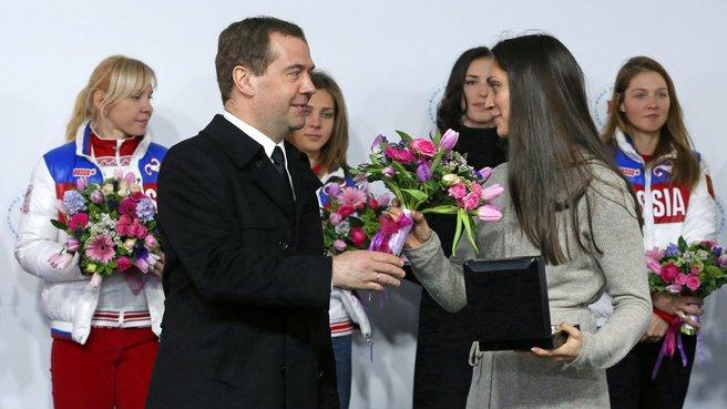С бронзовым призёром XXII Олимпийских игр в конькобежном спорте  Екатериной Шиховой