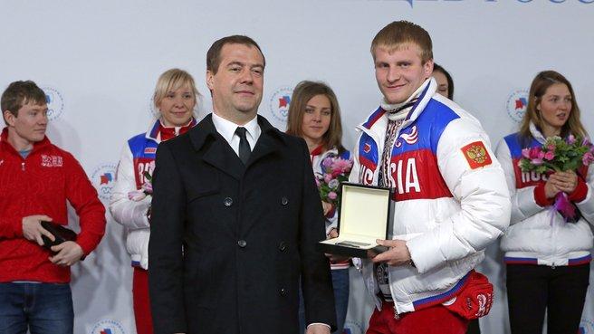 С серебряным призёром XXII Олимпийских игр в санном спорте Владиславом Антоновым