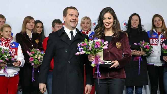С олимпийской чемпионкой и бронзовым призёром XXII Олимпийских игр в фигурном катании Еленой Ильиных