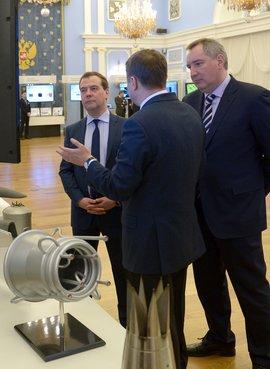C заместителем Председателя Правительства Дмитрием Рогозиным и генеральным директором Фонда перспективных исследований Андреем Григорьевым