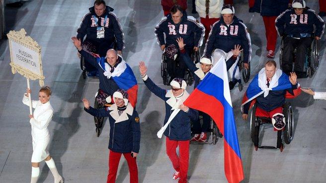 Представители России во время парада атлетов и членов национальных делегаций на открытии зимних Паралимпийских игр в Сочи 7 марта. Фото РИА Новости