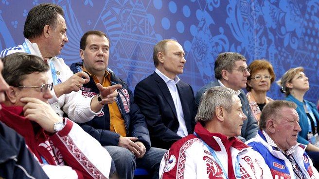 С Президентом России Владимиром Путиным, Министром спорта Виталием Мутко и  президентом Международного олимпийского комитета Томасом Бахом на матче по следж-хоккею между сборными командами России и Кореи. 8 марта