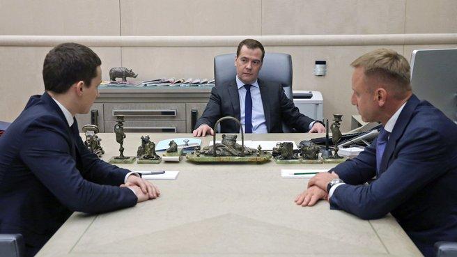 С главой Минобрнауки Дмитрием Ливановым и руководителем Федерального агентства по делам молодёжи Сергеем Поспеловым