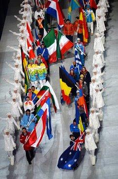 Парад знамён на церемонии закрытия зимних Паралимпийских игр в Сочи. Фото РИА Новости