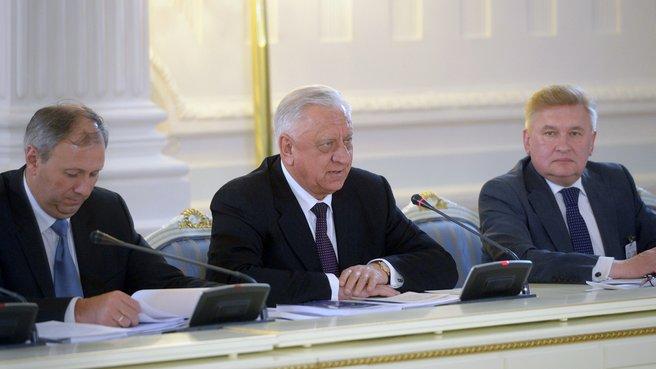 Премьер-министр Республики Беларусь Михаил Мясникович (в центре)