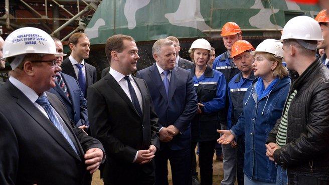 Беседа с работниками завода