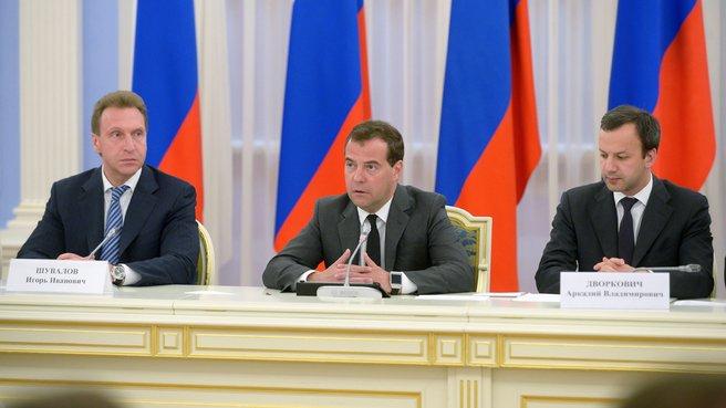 С Первым заместителем Председателя Правительства Игорем Шуваловым и заместителем Председателя Правительства Аркадием Дворковичем