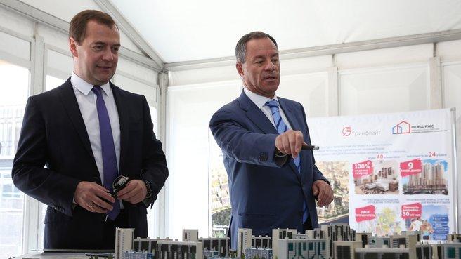 С генеральным директором Федерального фонда содействия развитию жилищного строительства Александром Браверманом