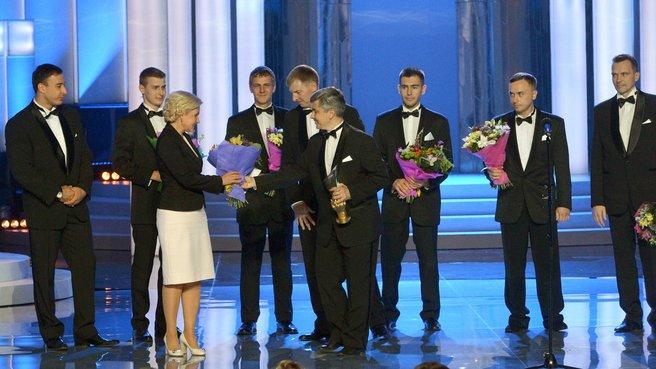 Вручение премии в номинации «За создание нового метода лечения» группе хирургов под руководством С.Б.Богданова