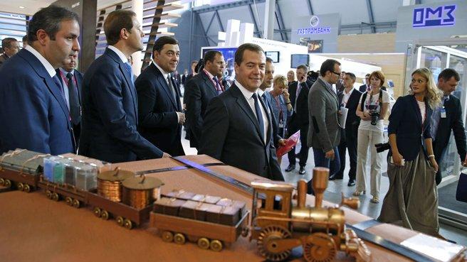 Осмотр экспозиции международной выставки промышленности и инноваций «Иннопром-2014»