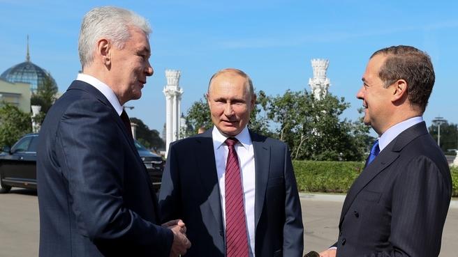 С Президентом России Владимиром Путиным и мэром Москвы Сергеем Собяниным на праздновании Дня Москвы