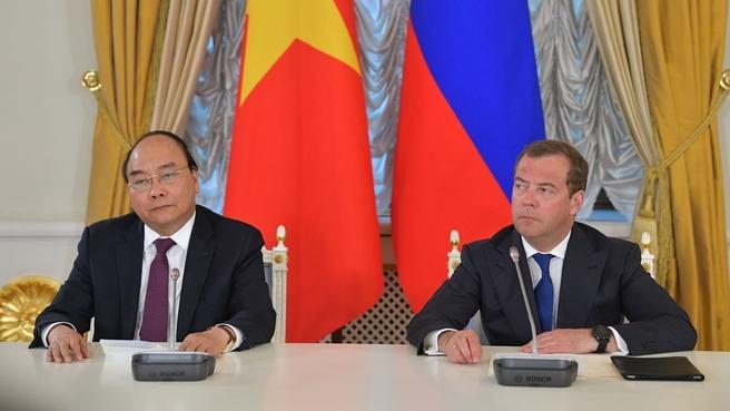 Заявления Дмитрия Медведева и Нгуен Суан Фука для прессы по завершении российско-вьетнамских переговоров