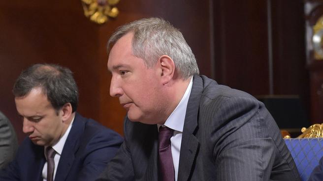 Заместители Председателя Правительства Аркадий Дворкович и Дмитрий Рогозин