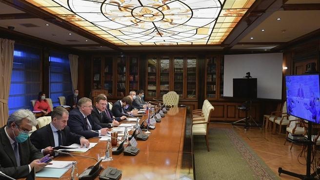 Александр Новак и Алексей Оверчук провели переговоры с вице-премьером Республики Беларусь Юрием Назаровым