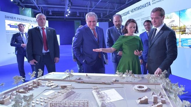 Осмотр выставки партийных проектов «Городская среда»