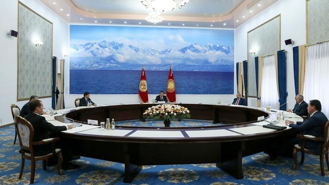 Встреча глав делегаций государств – участников заседания Евразийского межправительственного совета с Президентом Киргизской Республики Сооронбаем Жээнбековым