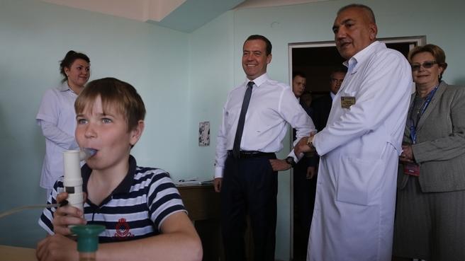 Посещение детского санатория «Южнобережный». С Министром здравоохранения Вероникой Скворцовой и главным врачом санатория Оразом Хаджиевым
