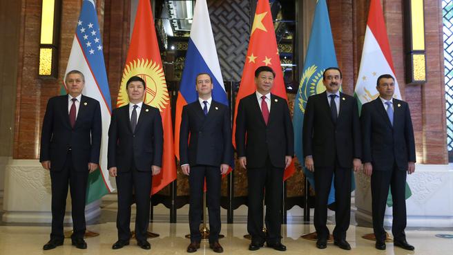Совместное фотографирование глав правительств государств – членов ШОС с Председателем КНР Си Цзиньпином