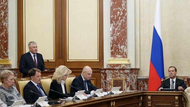 Доклад Владимира Колокольцева на заседании Правительства