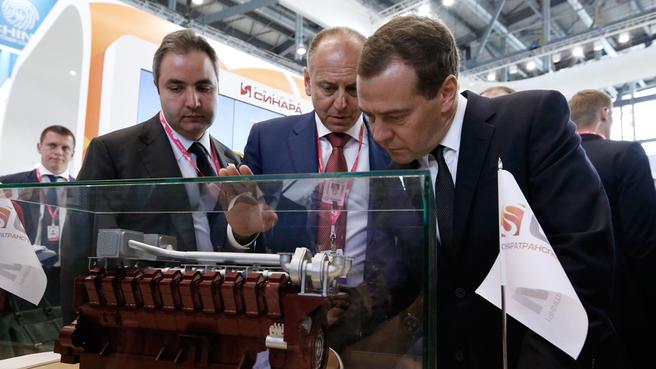 Осмотр экспозиции международной выставки промышленности «ИННОПРОМ-2015»