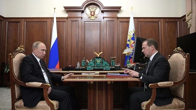 Встреча Президента России Владимира Путина с Председателем Правительства Дмитрием Медведевым (фото пресс-службы Президента России)