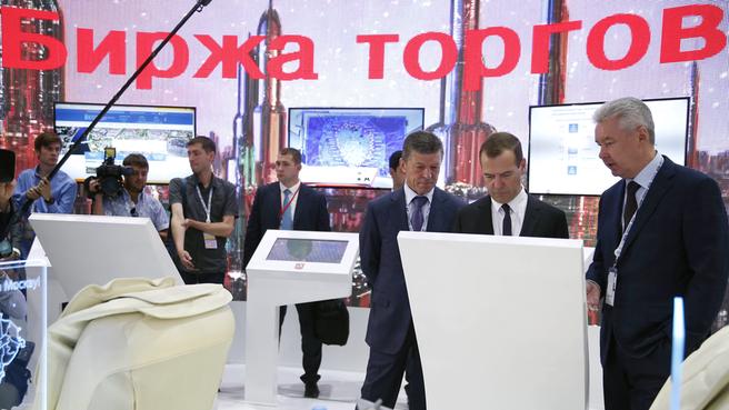 Осмотр выставочных стендов инвестиционного форума «Сочи-2015»