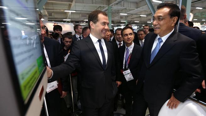 Осмотр выставки инновационных технологий в рамках III Московского международного форума инновационного развития «Открытые инновации»