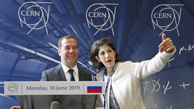 С генеральным директором Европейской организации ядерных исследований (ЦЕРН) Фабиолой Джанотти
