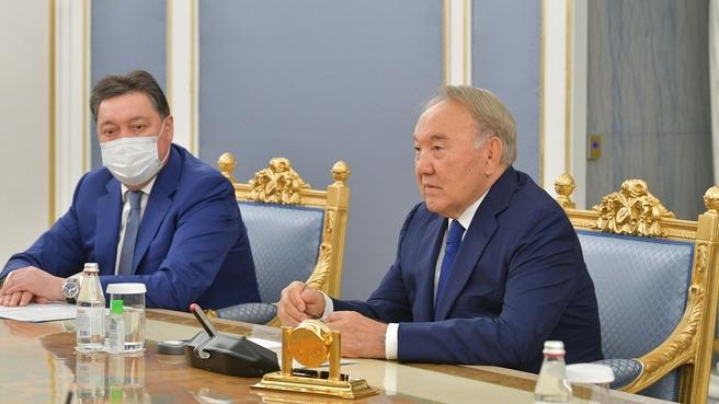 Первый Президент Республики Казахстан – Лидер нации Нурсултан Назарбаев и Премьер-министр Казахстана Аскар Мамин на встрече с Михаилом Мишустиным