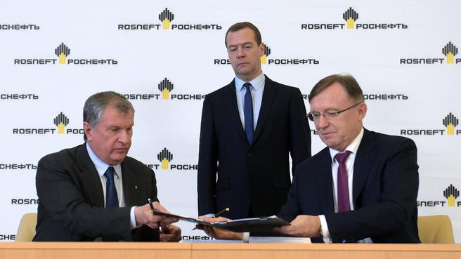 Подписание контракта между ОАО «НК «Роснефть» и ПАО «КамАЗ» о приобретении транспортных средств