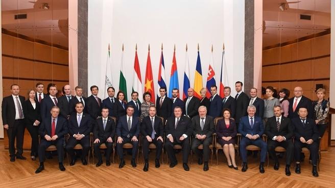 Участники расширенного заседания правления Международного инвестиционного банка