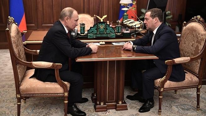 Рабочая встреча Президента России Владимира Путина с Председателем Правительства Дмитрием Медведевым (фото пресс-службы Президента России)