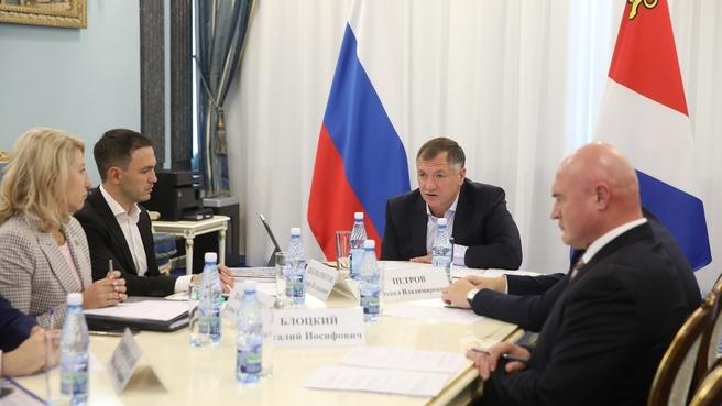 Марат Хуснуллин во время совещания с главами регионов ДФО по вопросам развития строительства жилья и дорог на Дальнем Востоке