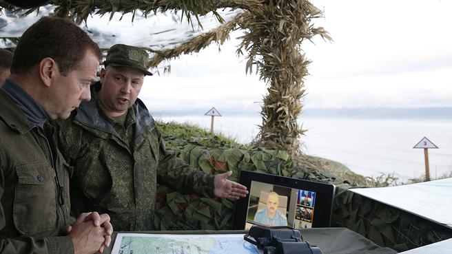 Посещение командно-наблюдательного пункта 49-го пулеметно-артиллерийского полка