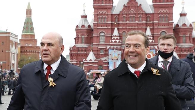 Михаил Мишустин и Дмитрий Медведев на военном параде в честь 76-й годовщины Победы в Великой Отечественной войне