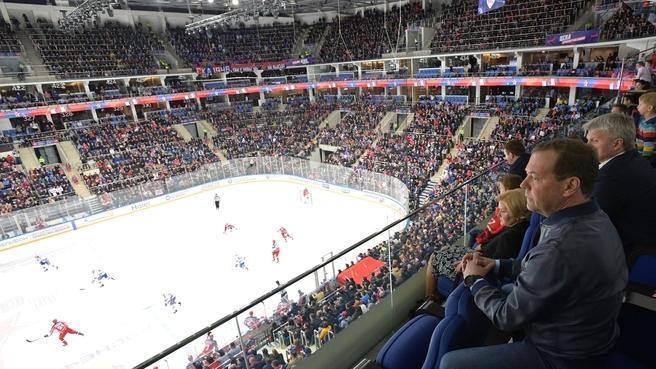 Дмитрий Медведев присутствовал на матче Континентальной хоккейной лиги ЦСКА – СКА