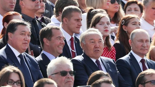 С Президентом России Владимиром Путиным, первым Президентом Республики Казахстан Нурсултаном Назарбаевым и Премьер-министром Республики Казахстан Аскаром Маминым на праздновании Дня Москвы
