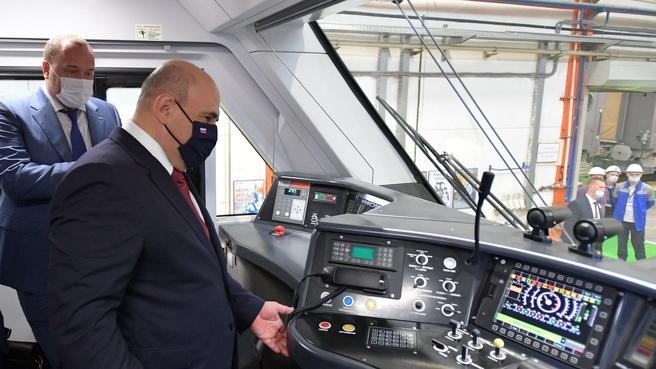 Михаил Мишустин посетил Тверской вагоностроительный завод