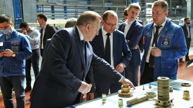Осмотр изделий гражданского назначения, производимых на Нижегородском заводе 70-летия Победы