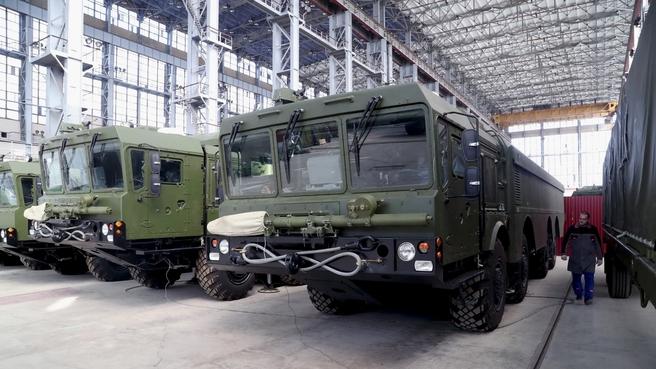 Осмотр цехов военно-промышленной корпорации «Научно-производственное объединение машиностроения»